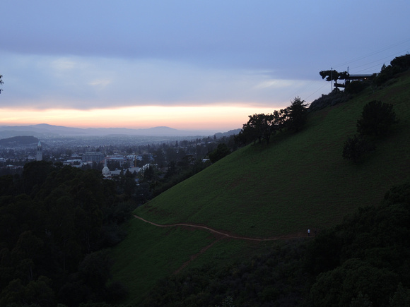 Sun sets in Claremont Canion with a view on Berkeley and someone's super fancy house